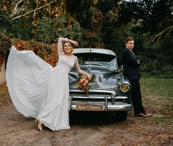 Sesja ślubna – auto
