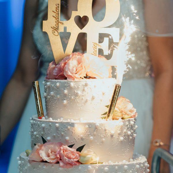 Piętrowy tort weselny